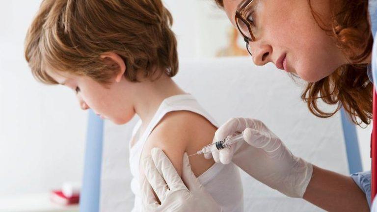 S podpisi za ukinitev obveznega cepljenja danes v parlament